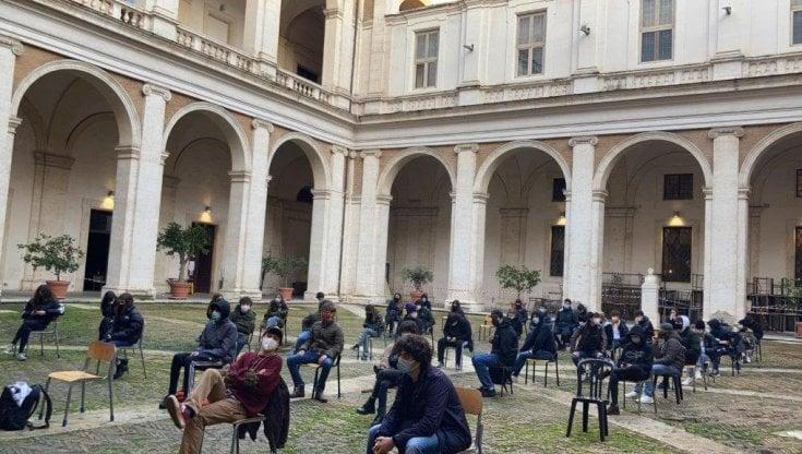 """Scuola, occupati i licei storici di Roma: Gli studenti: """"Draghi in continuità con i tagli"""""""