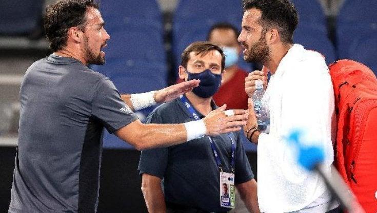 Australian Open, lite e insulti con Caruso (Perché non ti posso dire che hai avuto culo?), poi Fognini si scusa