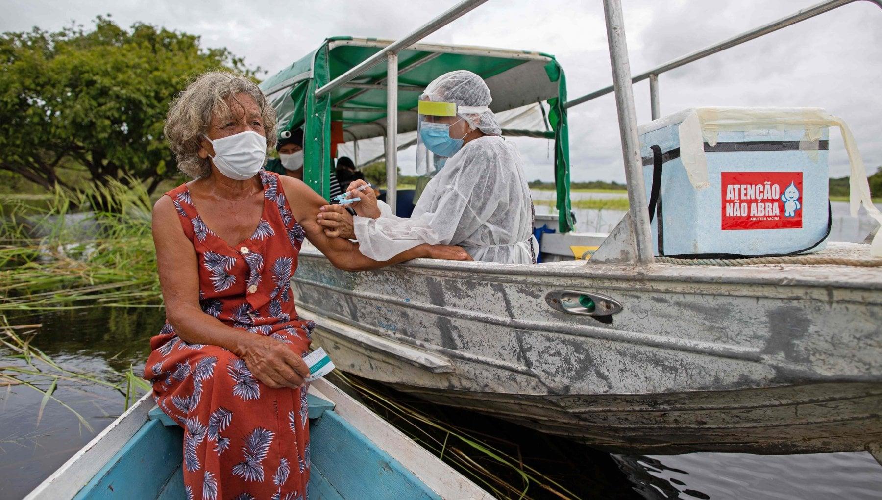 140639577 8faeb8dd 66d7 4375 80c4 04ce5e6e73ea - Amazzonia, i pastori evangelici dicono bugie sui vaccini. Le tribù con archi e frecce contro i medici