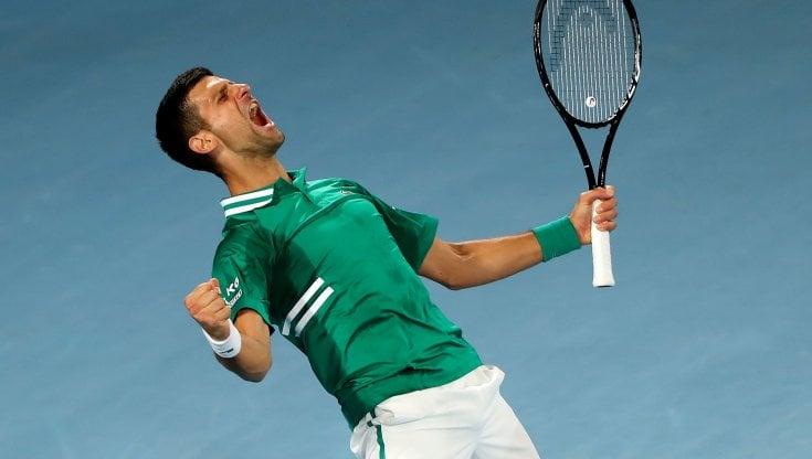Tennis, Australian Open: Djokovic e Thiem, che fatica. Errani fuori, il torneo di nuovo a porte chiuse