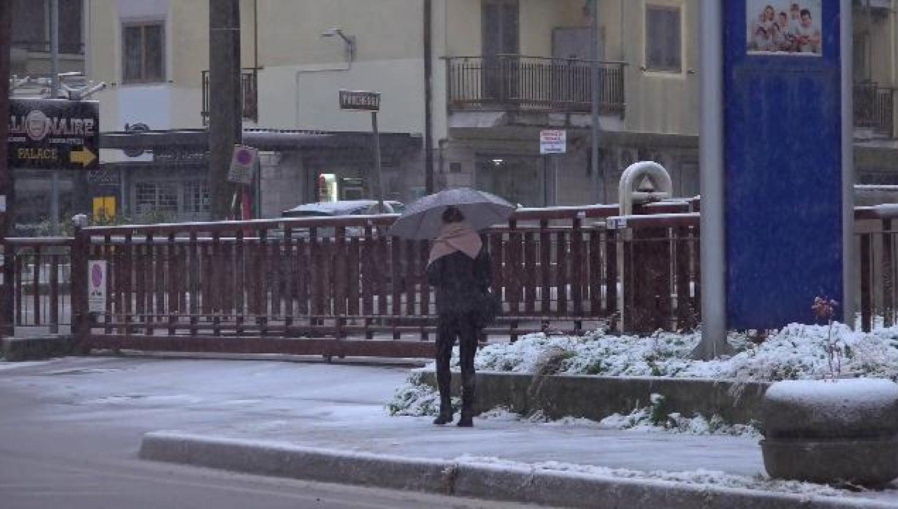 101832055 4a71b062 9589 44cf ba90 48b5feebe762 - Meteo, neve, gelo e maltempo da Nord a Sud. Disagi sulle strade e scuole chiuse