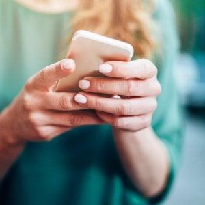 """Siamo sempre più """"connessi"""": ogni giorno oltre 6 ore su web e social"""