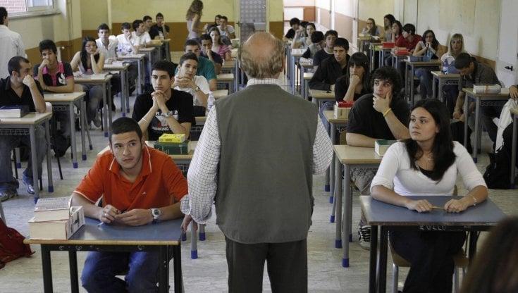 Scuola, il 40% dei prof esclusi dal vaccino AstraZeneca