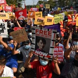 141132108 142a3914 2d1f 451a 853a ce3eeac62b60 - Myanmar, ora è guerra civile: attacco alle fabbriche cinesi. E le minoranze armate scendono in campo