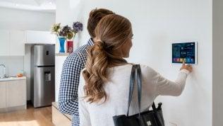 Smart home, il mercato ha retto l'urto: dominano sicurezza e speaker