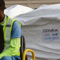 Coronavirus, il Ghana diventa il primo Paese a ricevere i vaccini da Covax