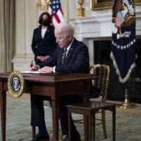 Stati Uniti, Biden cancella altre misure di Trump: meno restrizioni sui visti e niente...