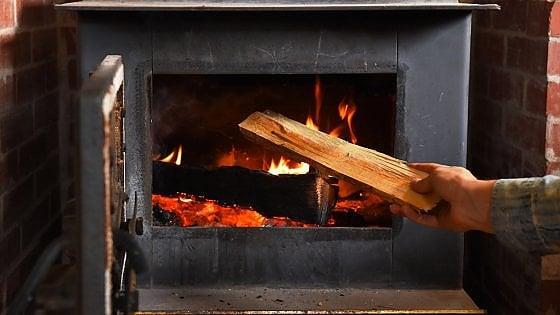 Riscaldamento con legna o pellet: ridurre le emissioni del 70% in 10 anni