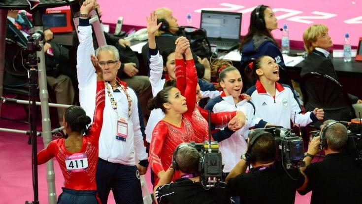 Usa, suicida il coach olimpico Geddert: era accusato di abusi sessuali sulle ginnaste