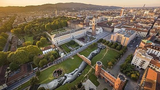 I Musei Reali di Torino riaprono: in mostra Capa, Raffaello e Saype