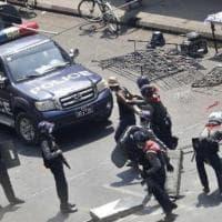 Myanmar, polizia reprime manifestazioni a Yangon. Uccisa una donna
