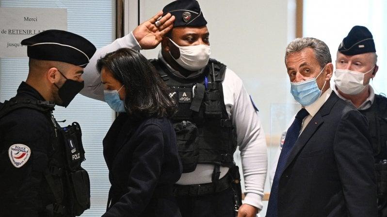 Francia, Sarkozy condannato a 3 anni per corruzione e traffico di influenze