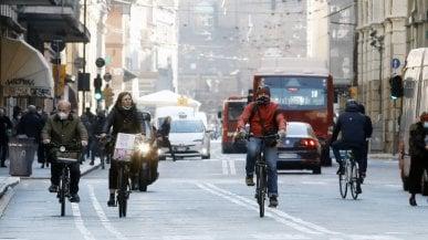 Bologna, è ufficiale: zona rossa da giovedì 4 al 21 marzo. Chiusi nidi e asili