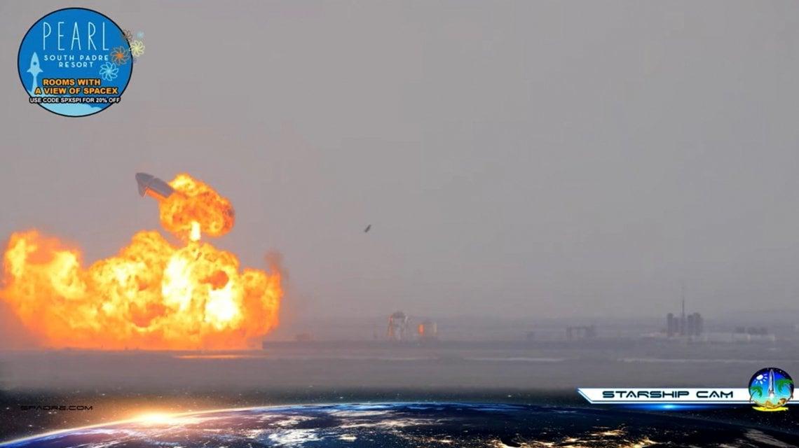 Spazio, test fallito per Elon Musk: il prototipo del razzo Starship esplode dopo l'atterraggio in Texas