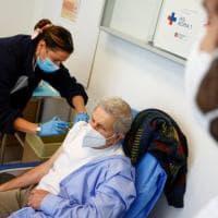 Vaccini, la Calabria al 58% delle dosi, la Valle d'Aosta al 90%. Ecco perché le Regioni...