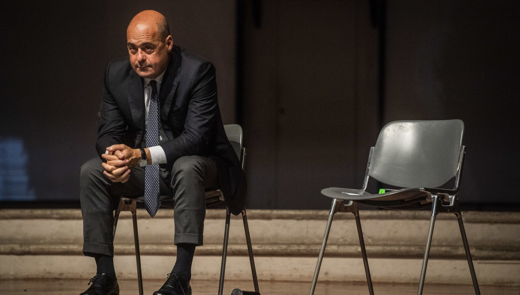 """Zingaretti si dimette da segretario Pd: """"Nel partito si parla solo di poltrone, mi vergogno"""". Dai dem il coro: """"Ripensaci"""". Il sostegno di Conte"""