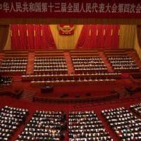 Cina, il discorso del premier all'Assemblea: crescita sopra al 6% e Hong Kong sotto...