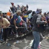 """Usa, 100mila arresti in un mese per immigrazione dal Messico. Trump: """"Fuori controllo""""...."""