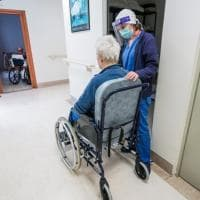 """Pnrr, l'allarme delle associazioni: """"Non dimenticare gli anziani non autosufficienti"""""""