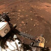 Marte, il rover Perseverance percorre i suoi primi metri. Ecco le immagini