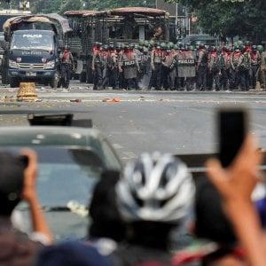 110315628 1dee857e 99cc 4281 9c91 e76a9d2b267b - Myanmar, domenica di sangue: almeno 14 morti. Legge marziale vicino Yangon