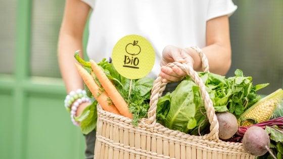 Frutta e verdura bio: cresce la spesa nel 2020
