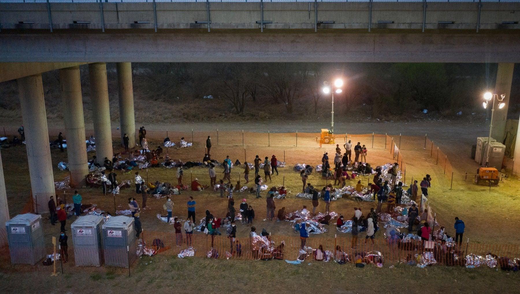 050718736 574eb56a a33d 4b89 ae10 90cf8543e732 - Usa, emergenza migranti al confine con il Messico: Biden mobilita la protezione civile