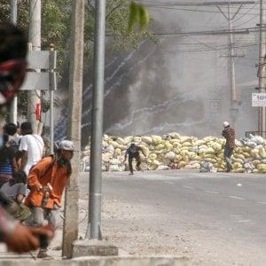 120534958 ace64630 5673 43a1 b729 81aff337a5a6 - Myanmar, i militari attaccano un ospedale. La guerriglia etnica in campo contro i golpisti