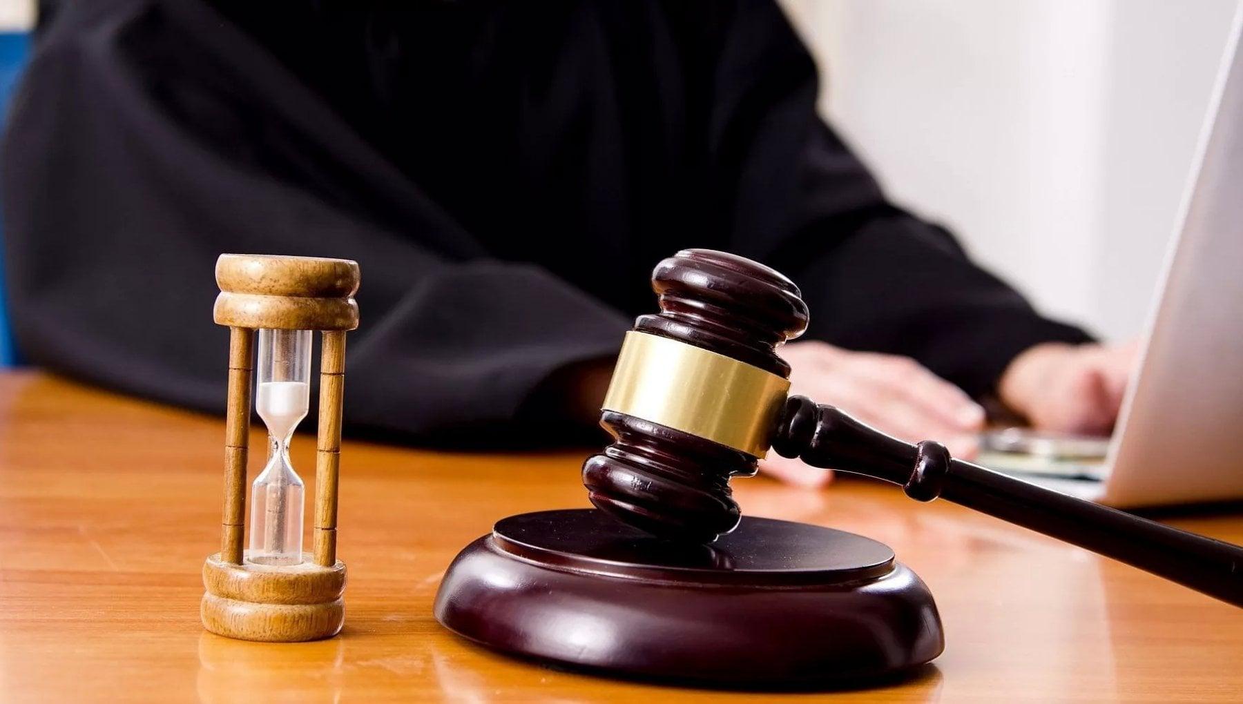 Giudice taglia le gomme a una collega ma viene promosso dal Csm