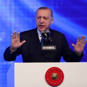 "125513811 4724bf26 8c4b 4ec0 8536 88bff50dd8f7 - Il video del sofa-gate di Ankara: niente sedia d'onore per Von der Leyen, machismo protocollare. Il Ppe: ""Vergogna"""