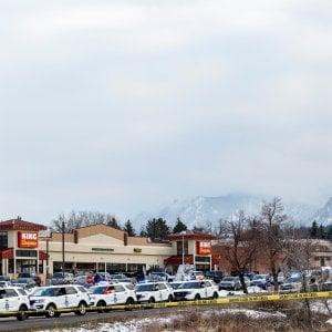 085645606 9329eb8d 5f4c 48a9 894a 5815ab44e148 - Columbine, Aurora e ora Boulder: le stragi in Colorado rilanciano il dibattito sulle armi negli Stati Uniti