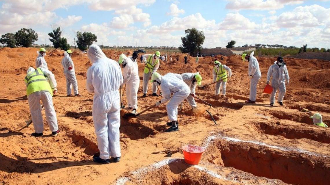 005035654 55396cc0 a3c9 4915 93a8 102e1460bb3d - Libia, nell'inferno di Tarhuna 7 fratelli hanno seminato l'orrore: funerale collettivo per le 183 vittime nelle fosse comuni