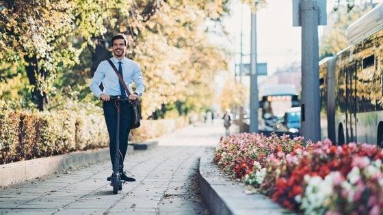 A piedi, in bici o col monopattino: stiamo cambiando il nostro modo di spostarci