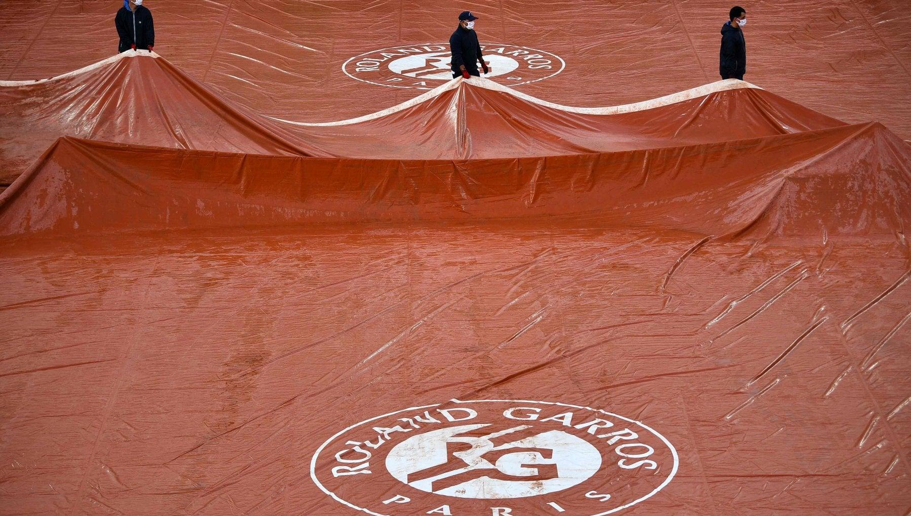 Tennis, il Roland Garros slitta di una settimana: partirà il 30 maggio