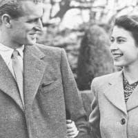 Morto il principe Filippo. L'amore di una vita: folgorò la tredicenne Elisabetta per...
