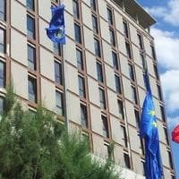 Covid, in Sardegna pranzo in hotel con politici e dirigenti regionali: è polemica. La...