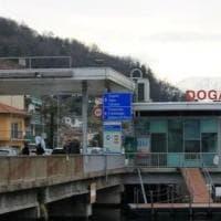 """Svizzera, """"Niente test anti-Covid gratuiti ai frontalieri. Fateli pagare all'Italia"""""""