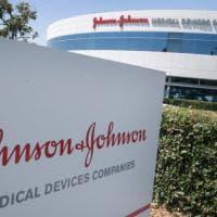 """Gli Usa sospendono in via precauzionale  il vaccino Johnson&Johnson: """"Eventi negativi..."""