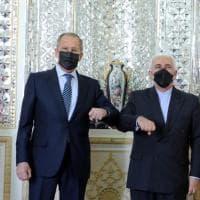 """L'Iran risponde a Israele: """"Arricchiamo l'uranio al 60 per cento"""". Colpita una nave nel..."""