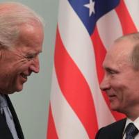 Telefonata Biden-Putin: gli Usa propongono un vertice in un Paese terzo