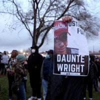 Minneapolis, si dimette la poliziotta che ha ucciso l'afroamericano Wright. La madre del...
