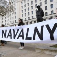 """Navalnyj, la moglie lo visita in carcere e lancia l'allarme: """"E' molto dimagrito e fatica..."""