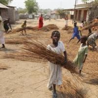 Niger, 20 bambini muoiono nell'incendio delle aule allestite nelle capanne di paglia