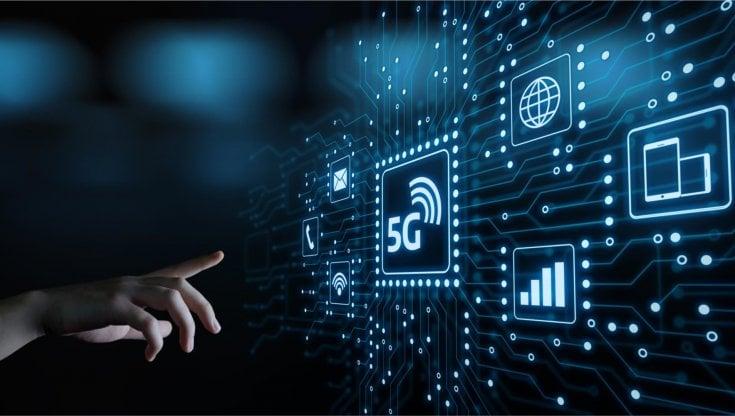 """Sorveglianza, digital divide e lavoro: il fronte """"umano"""" del 5G"""