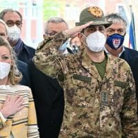 """La marcia di Figliuolo """"Sette milioni di dosi per riaprire l'Italia"""""""