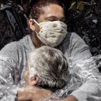 Foto dell'anno: quel volo verso la speranza contro la grande paura del virus
