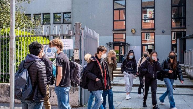 """Tutti a scuola dal 26 aprile, sindacati duri col governo: """"L'esecutivo ci ripensi, prima..."""