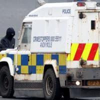 Paura in Irlanda del Nord, trovata una bomba inesplosa sotto l'auto di una poliziotta