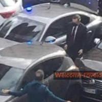 Incidente in auto per Draghi: lo scatto sui social, dopo il tamponamento il premier...
