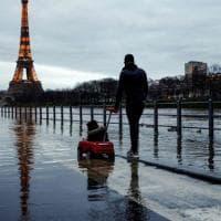 La Tour Eiffel vuole rifarsi bella, ma il cantiere si è già fermato